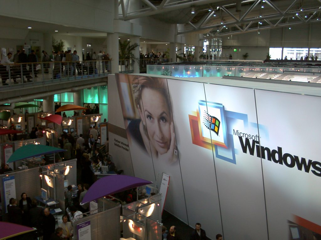 Techologieberater und Speaker CeBIT 2000 Microsoft Windows 2000 Thema Netzwerke