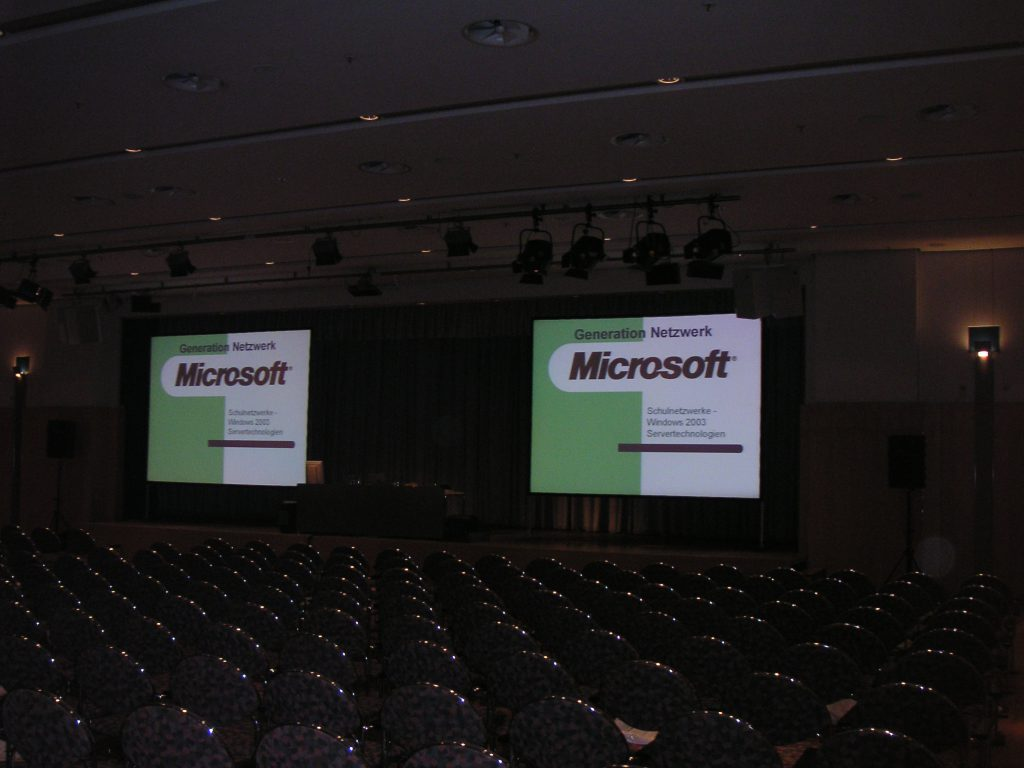 Microsoft EDU Roadshow 2003 Thema Netzwerke und Programmiereung in Schulen