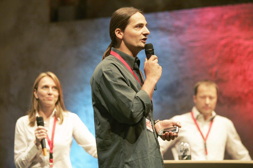 Speaker und Demomaschinen auf der Student Technology Conference  2004 zum Thema Programmierung von Windows Mobile Geräten